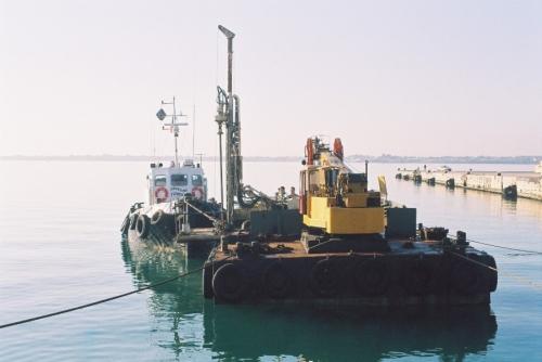 sonda su pontone - porto grande Siracusa (3).JPG