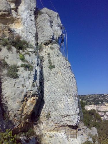 Posa di rete in parete - Riempimento di Cavit