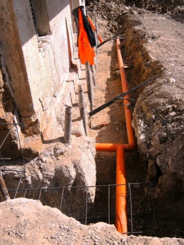 Consolidamento Fabbricato - realizzazione di tubi fix e tiranti di ancoraggio.JPG